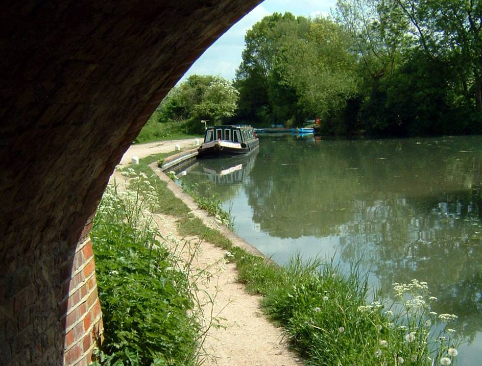 Towpath on the Basingstoke Canal